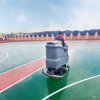驾驶式洗扫一体机清洗学校篮球场