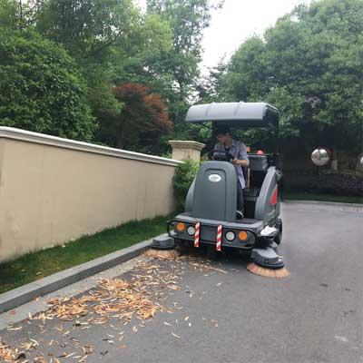 高美电动扫地车为市政环卫保洁做贡献