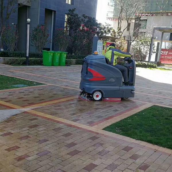 駕駛式洗地機操作,駕駛式洗地機維護保養,駕駛式洗地機使用