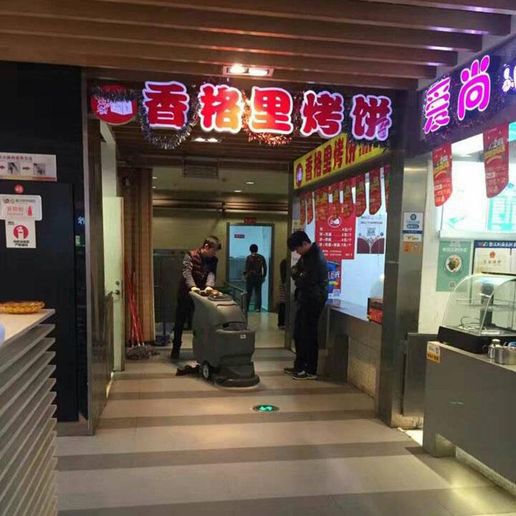 洗地吸干机用在商场餐饮场所做保洁
