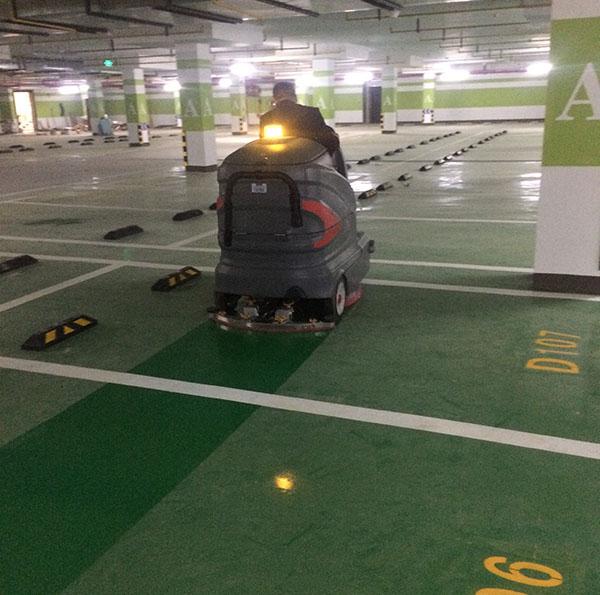 驾驶式洗地车