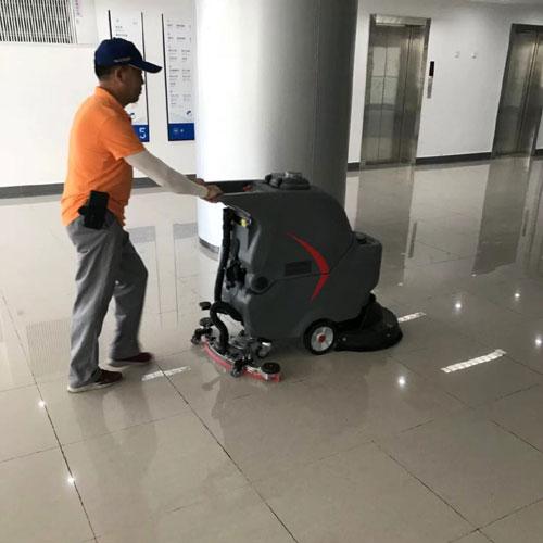 静音手推式洗地机在华中科技大学应用1