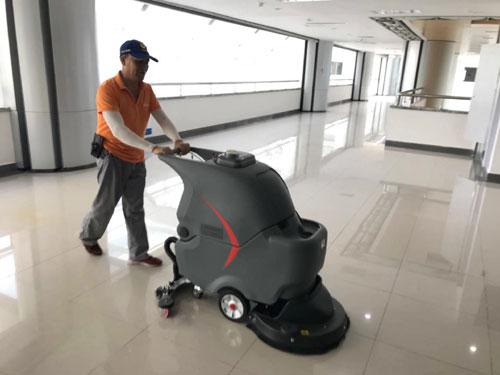静音手推式洗地机在华中科技大学应用2