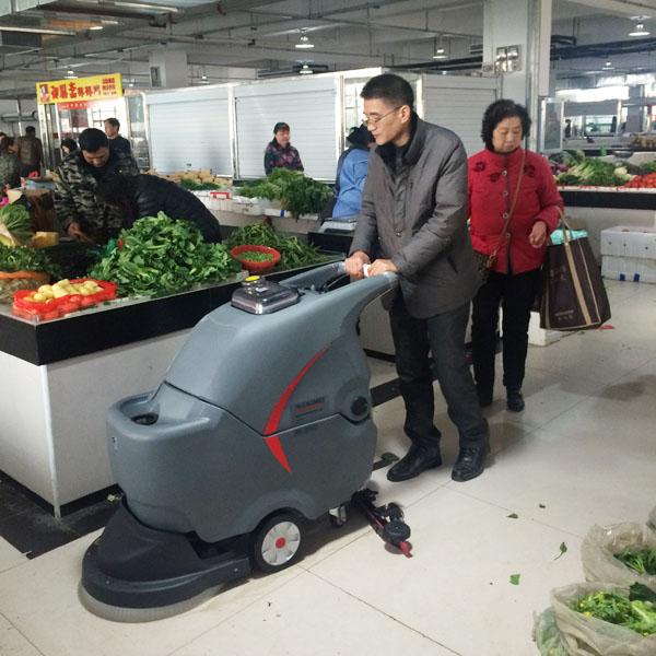 生鲜菜市场使用手推式洗地机的案例