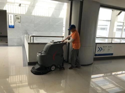 静音手推式洗地机在华中科技大学应用3
