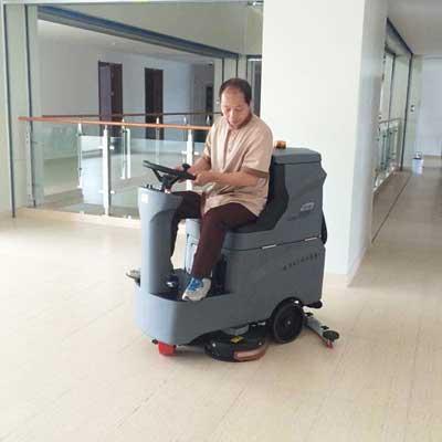 小型驾驶式洗地机在武汉某医院的应用