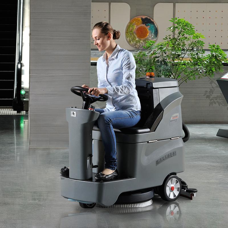 小型驾驶式洗地机