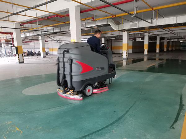 驾驶式洗地机清洁示意图