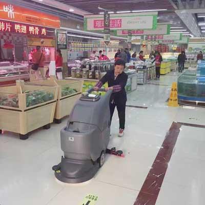 手推式洗地机在超市的应用