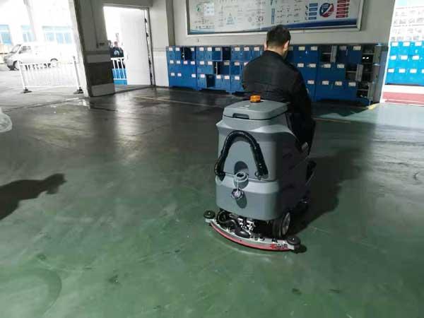 武汉格力工厂使用高美驾驶式洗地车图片2