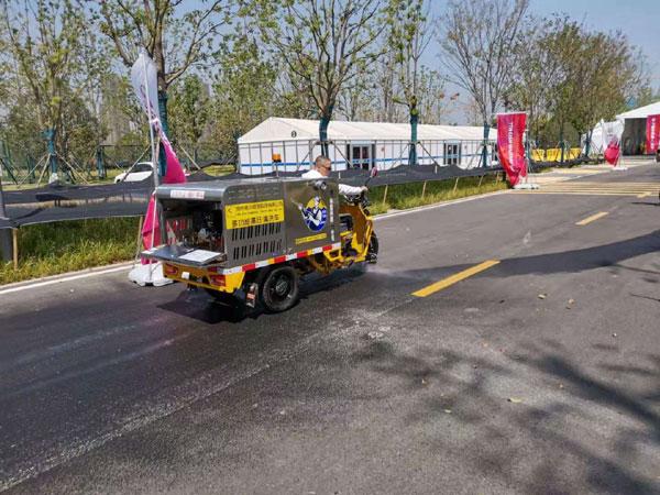 军运会场馆马路清洗使用高压清洗车