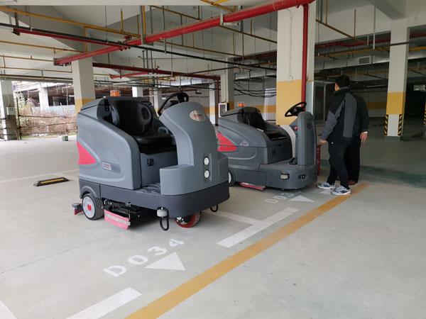黄石驾驶式洗地车清洗商场物业地下停车场  车库洗地机 第1张