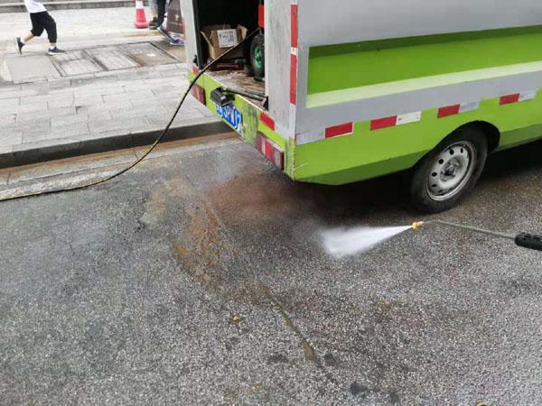 高壓清洗機清洗路面