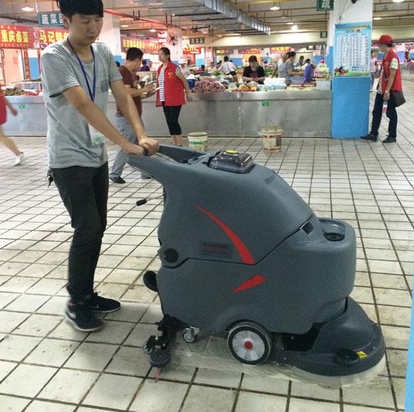 自动洗地清洁设备在农贸市场的使用