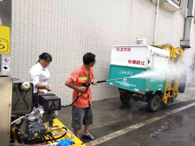 高压水枪清洗垃圾车
