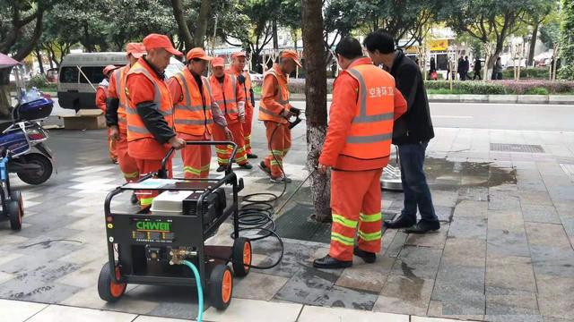 高压管道疏通清洗机用在城市物业环卫保洁,第1张