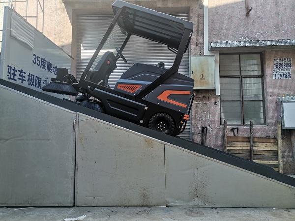长淮电动扫地车做爬坡能力和斜坡驻车测试