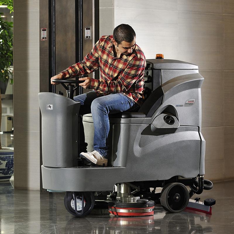 中型驾驶式洗地机 GM110BT70