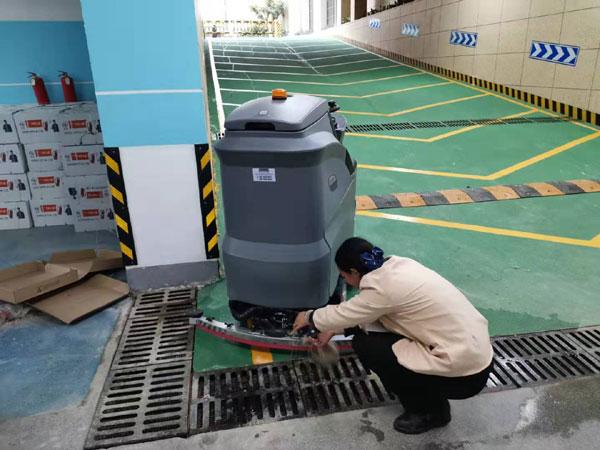 驾驶式洗地机排空污水箱