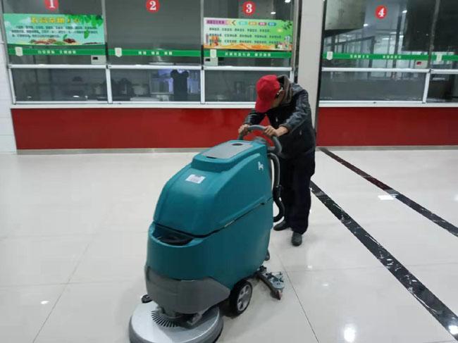 大学食堂适用长淮手推式洗地机