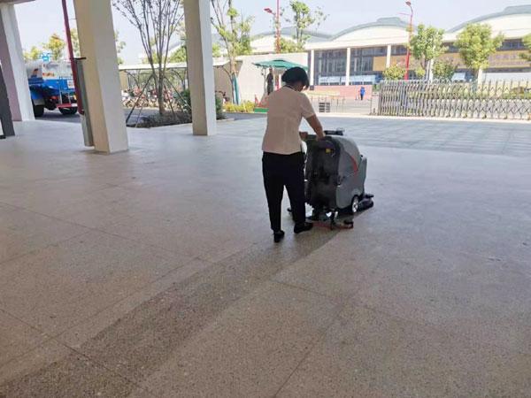 武汉军运会使用手推式洗地机