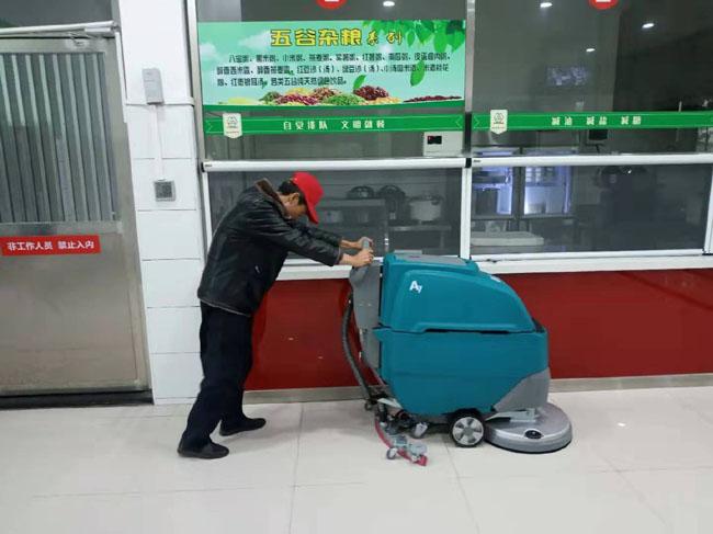 【食堂洗地机】工厂学校食堂使用保洁擦地机做卫生,第2张