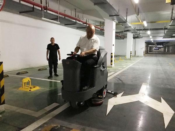 GM110BT85大中型驾驶式洗地车