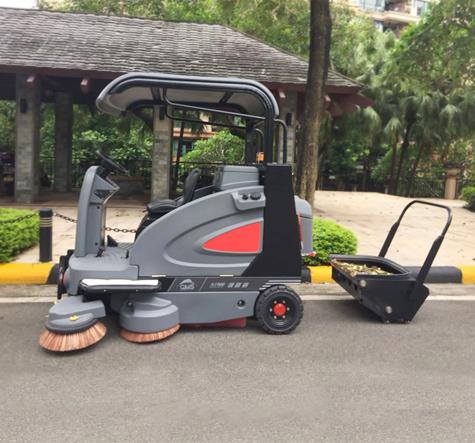 驾驶式电动扫地车用于公园保洁