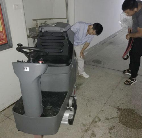 武汉某医疗器械生产企业使用洗扫一体洗地机案例