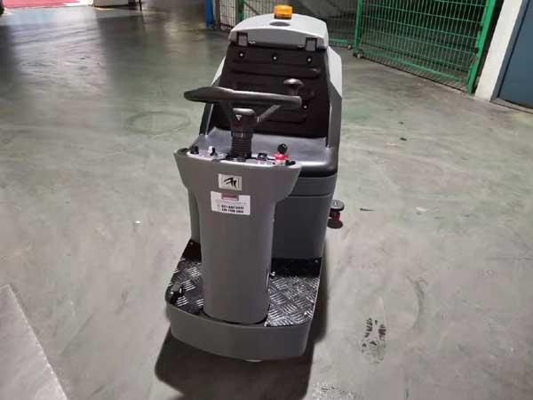 武汉格力工厂使用高美驾驶式洗地车图片1
