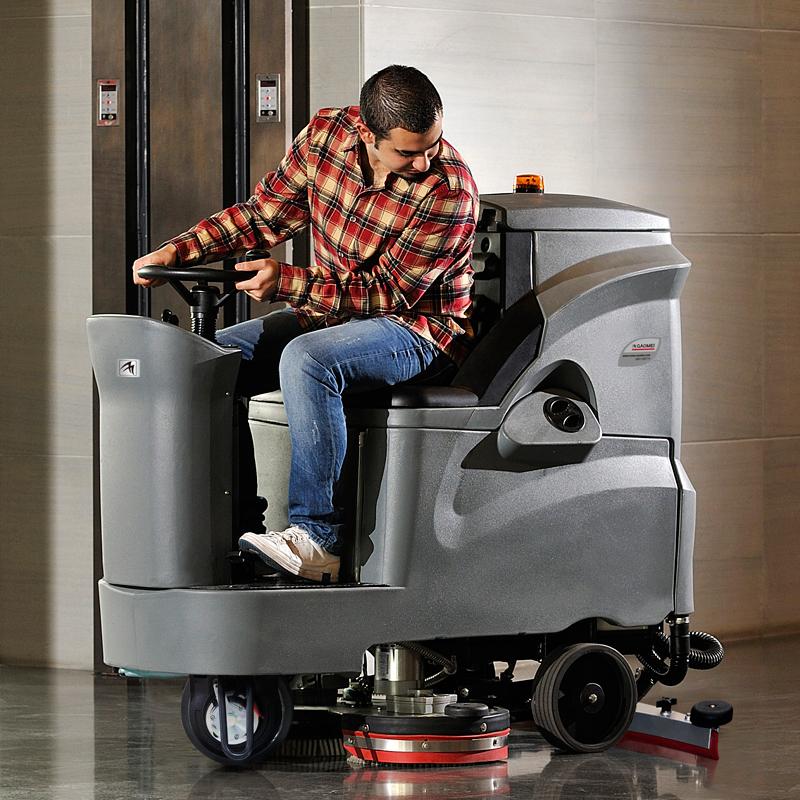 大中型驾驶式洗地机GM110BT85