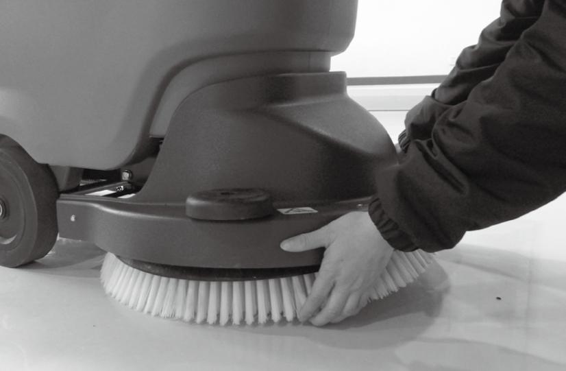 手推洗地机安装刷盘示意图