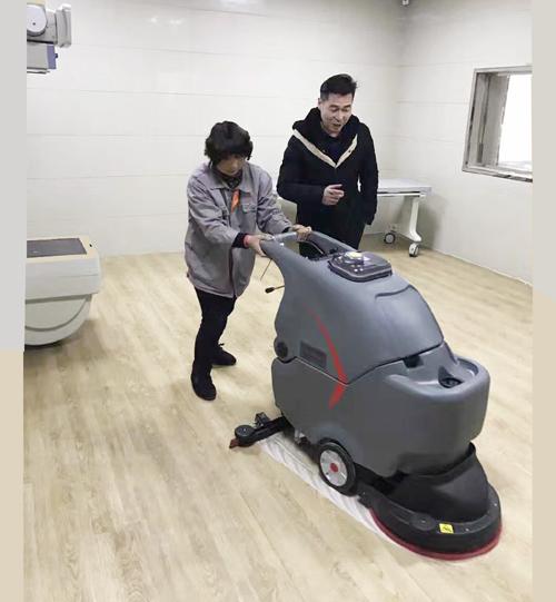 湖北某醫院使用靜音手推式洗地機的案例圖