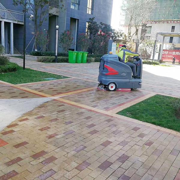 客户使用:高美大型驾驶式物业小区全自动洗地机