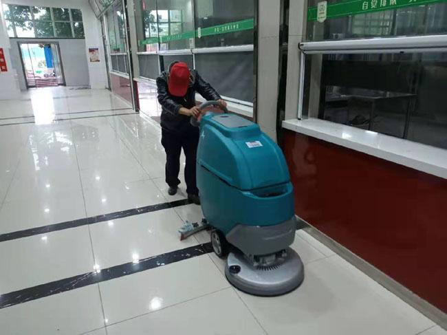 【食堂洗地机】工厂学校食堂使用保洁擦地机做卫生,第1张