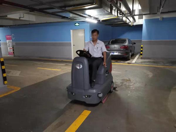 小型地下车辆洗地车应用案例