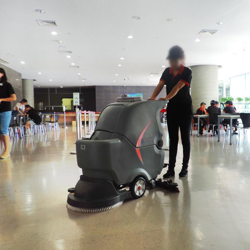 食堂如何使用全自动洗地机清洁油污地面