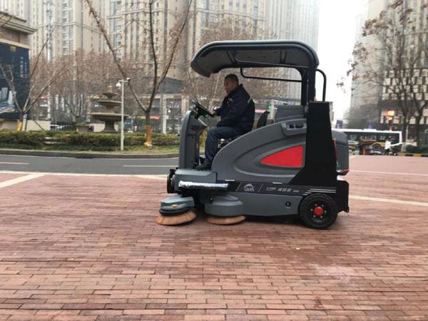 小区物业保洁用上驾驶式扫地车